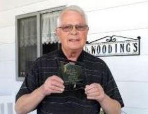 Dan Wooding with his Pakistan award