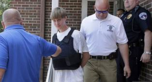 Dylann Roof being arrested