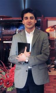 Farshid Fathi with Bible use