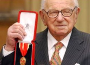 Sir Nicholas Winton with her award from the Queen