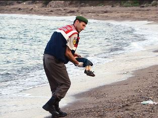 Syrian refugee with the body of his child Steven Croft