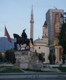 skanderberg statue central square Tirana Albaina 11092105