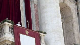 Pope delivering Christmas 2015 message Reuters