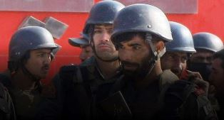 Pakistan Soldiers fight off attackers