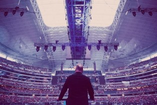 smaller Greg Laurie preaching at Harvest America Arlington