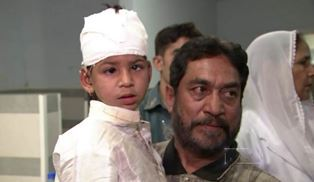Father with injured son after Lahore attack