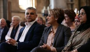 Smaller New Muslim mayor of London at swearing in ceremy
