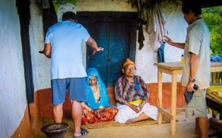 Missionaries pray for people in Nepal