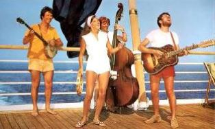 Settlers performing on cruise
