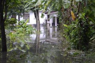 Smaller Homes in Sri Lanka damaged by pounding rain