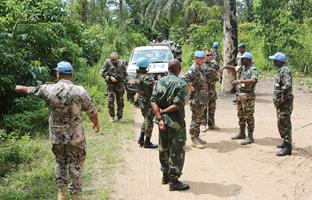 mi DRC soldiers search for armed men 07112016