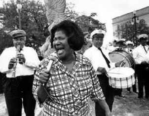 Mahalia Jackson sings with jazz band