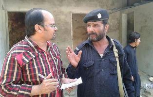BPCA journalist talks with Pakistan officer