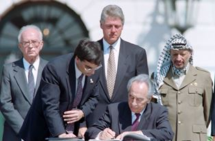Peres signs Oslo Peace Accords
