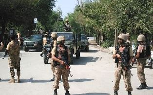 Troops on the streets in Pakaistan city