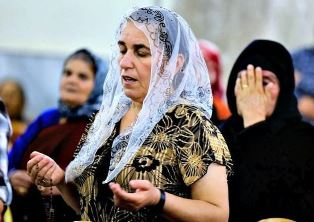 Christian woman from Mosul in prayer