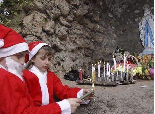 Assyrian children light candle