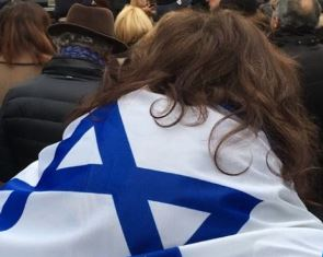 Israel supporter in Paris