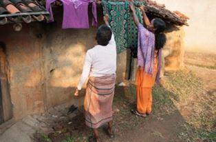 Sakshi helping others
