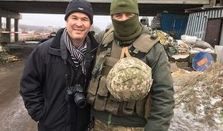 Peter Wooding with Ukranian soldier
