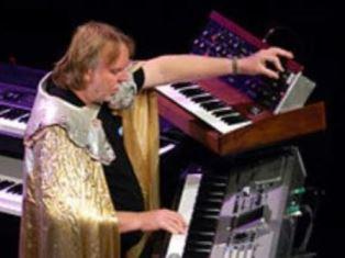 Rick Wakeman on keyboards.JPGuse