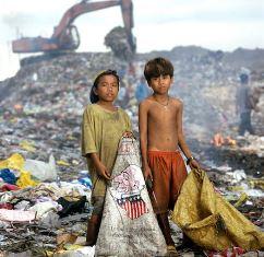 Children at Manila dump