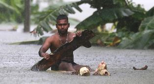Sir Lankan escaping the floods