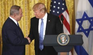 Trump shakes hands with Netanyahu