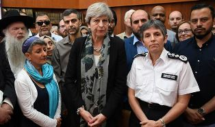 PM with people from Finsbury Park