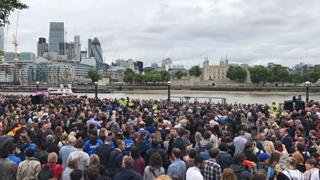 mi Crowds attend peaceful London vigil 06 05 2017
