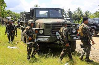 mi Soldiers conduct pursuit operations against terrorist gunmen.Photo by Mark Navales 06 28 2017