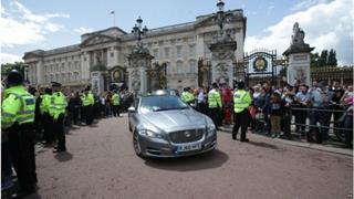 mi The Prime Ministers vehicle seen leaving Buckingham Palace 06 09 2017