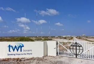 mi TWRs Bonaire antennas with gate 07 20 2017