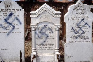 Anti semitism in London cemetery
