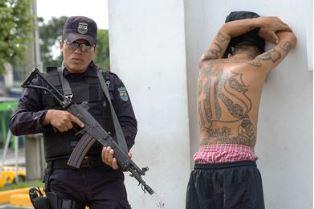 El Salvador policeman guards gang member