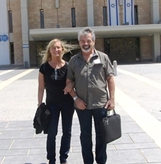 Cheryl and Len outside the Knesset smaller