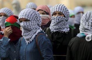 Palestinian women smaller