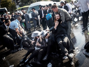 Religious Jews riot in Jerusalem smaller