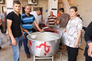 mi Christian returnees having lunch together in Bashiqa August 2007.10.23.2017