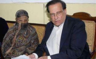 Salman Taseer meeting with Asia Bibi smaller