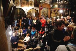 Worshippers inside Church of the Nativity 2017 smaller