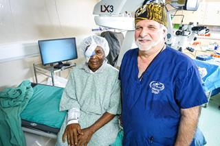 mi Mercy Ships surgeon Dr. Glenn Strauss with 30000th surgery patient 12.07.2017