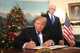 trump signs Jerusalem proclamation smaller