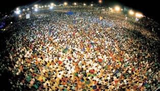 2002 India Crusade with Rev Dr Jaerock Lee smaller
