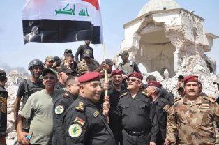 Iraqi generals celebrate Mosul victory at Al Nouri mosque smaller