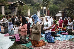 Kachin Christians praying smaller