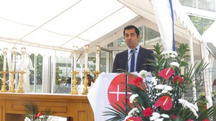 Hamza Yousaf MSP speaking at an ACN event in Scotland smaller