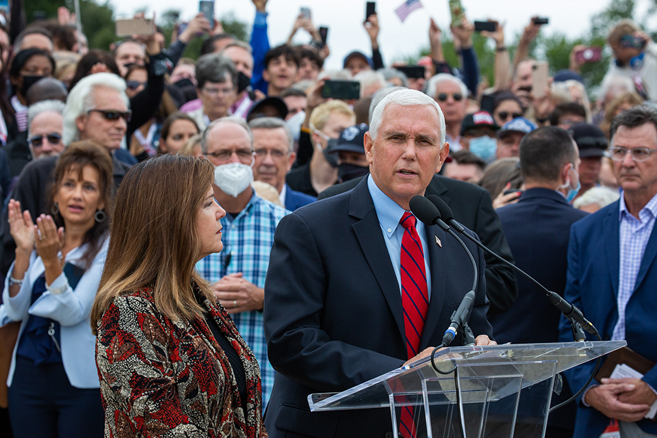 US Vice President Pence Surprises Washington Prayer March to Say 'Thank You'