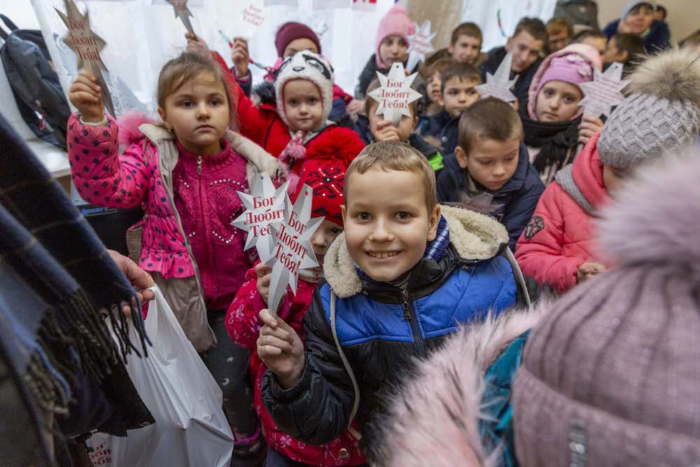 Slavic Gospel Association's 'Immanuel's Child' Program Brings Christmas Joy to Russia's 'Forgotten' Children