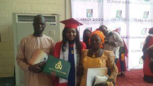 Los orgullosos padres el día de la graduación.